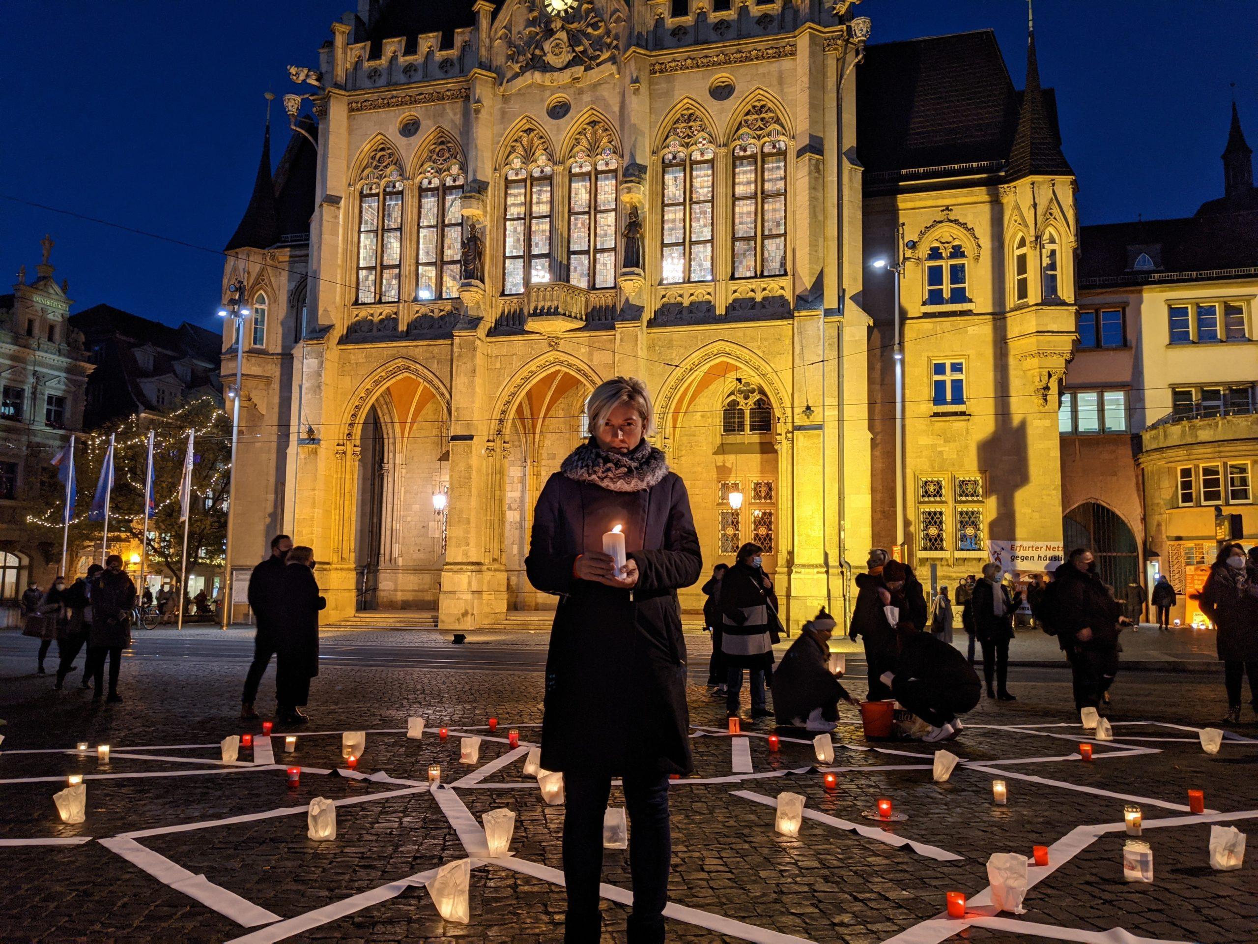 Kerzenaktion zum Internationalen Tag gegen Gewalt an Frauen